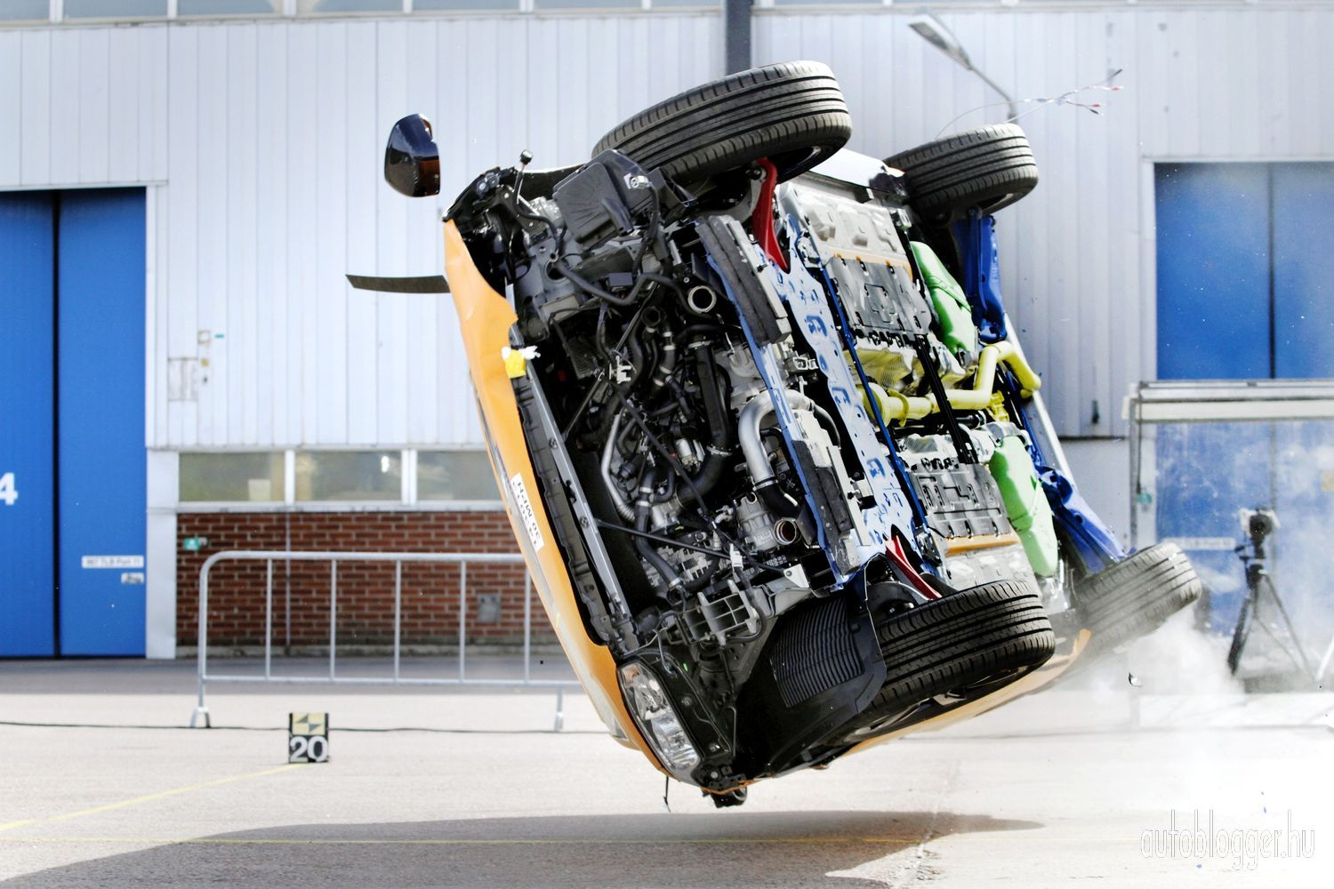 The all-new Volvo XC90 ? rollover crash test