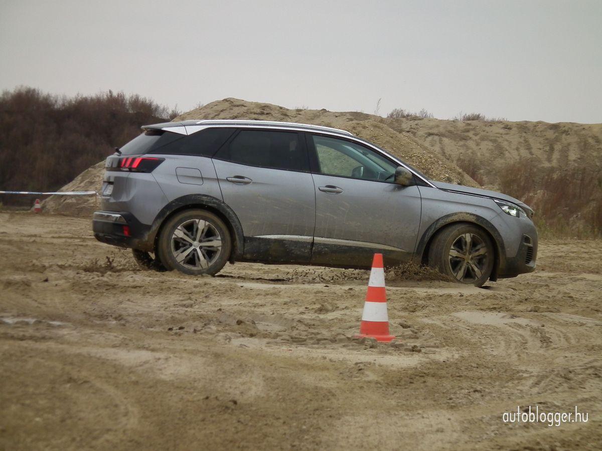 uj_Peugeot3008_2016_0024.jpg